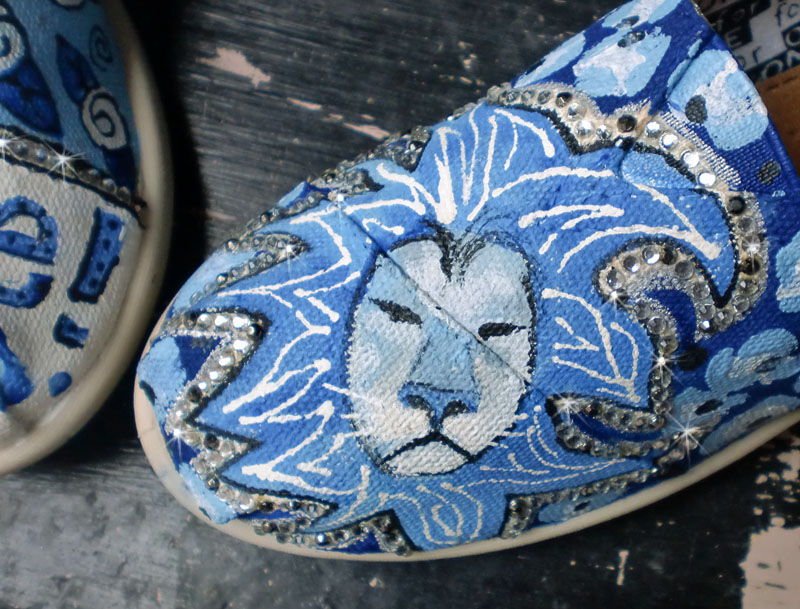 Spirit TOMS Blue Lions Cheer shoes