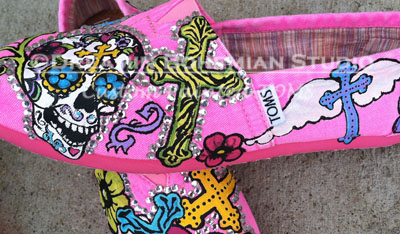 hot pink toms with bright colored skulls crosses and flowers side view