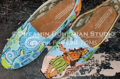 Custom Painted TOMS Destination Hawaii-Custom Painted old Hawaiian TOMS, shoes, Turtles, roosters, geckos, aloha, tiki, hula dancers, palm trees, hibiscus, school mascots, wild animals, Hand painted Toms, One for One, paintings on shoes, custom shoes,  custom painted shoes, personalized Toms, cheer leading team, cheer teams, school spirit, spirit colors, school mascot, Spirit Toms, destination wedding attire, honeymoon, vacation toms, cruise wear