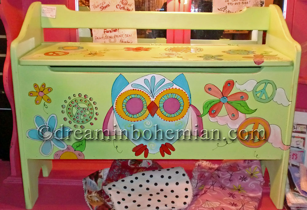 Hand painted Owl Toy chest/bench Limey Green Owl